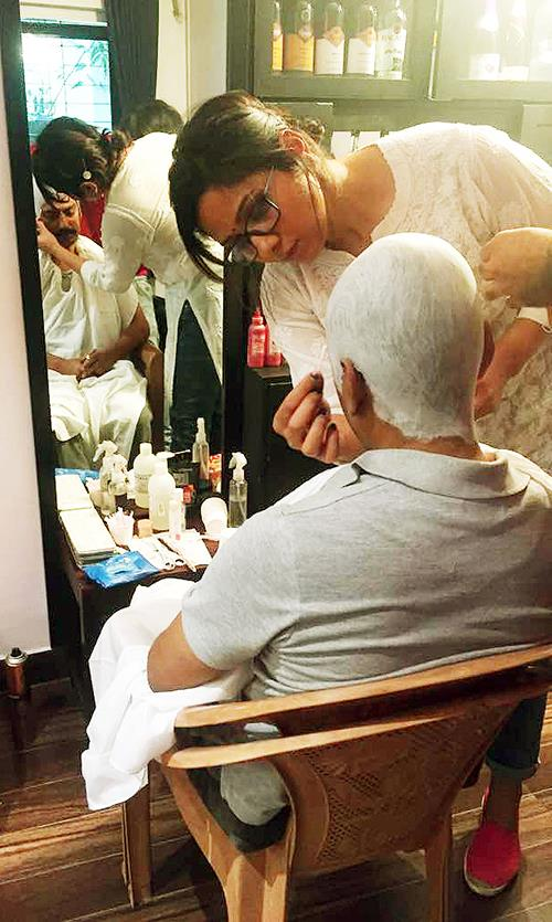 Preetisheel Singh with Nawazuddin Siddiqui on the sets of Mom_2